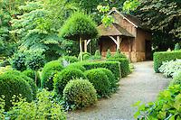 Jardins du pays d'Auge (mention obligatoire dans la légende ou le crédit photo):.topiaires.