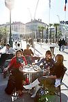 20080110 - France - Aquitaine - Pau<br /> CAFES ET PLACE CLEMENCEAU AU CENTRE VILLE PIETONNIER DE PAU.<br /> Ref : PAU_009.jpg - © Philippe Noisette.
