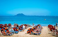 Spanien, Kanarische Inseln, Fuerteventura, Playa de Corralejo: Strand, Insel Isla de Lobos | Spain, Canary Island, Fuerteventura, Playa de Corralejo: beach, island Isla de Lobos