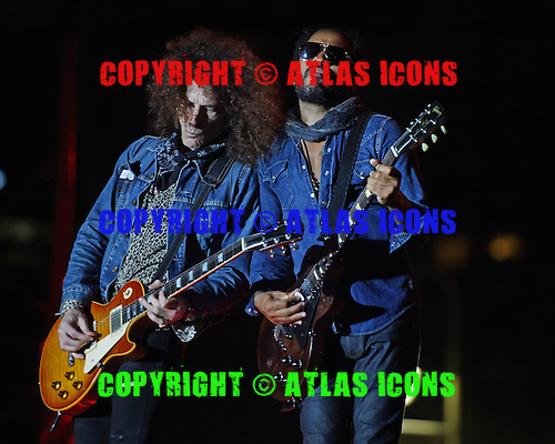 WEST PALM BEACH - APRIL 29: Craig Ross and Lenny Kravitz perform during Sunfest on April 29, 2015 in West Palm Beach, Florida.(Photo By Larry Marano (C) 2015