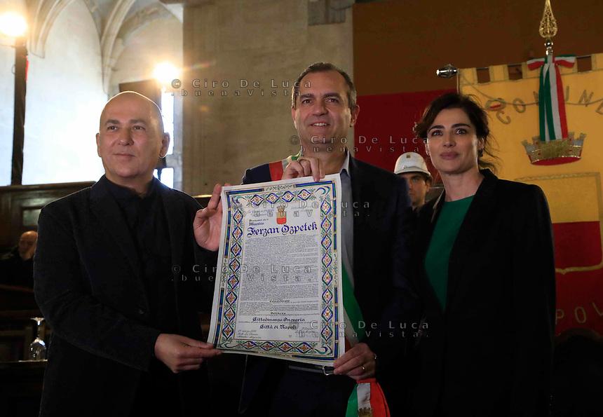 Cittadinanza onoraria di Napoli al regista  Ferzan Ozpetek. Nella foto con Luigi de Magistris sindaco di Napoli e Luisa Ranieri