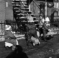 Enfants en hiver, circa 1970 (date exacte inconnue)<br /> <br /> PHOTO :  Alain Renaud - Agence Quebec Presse