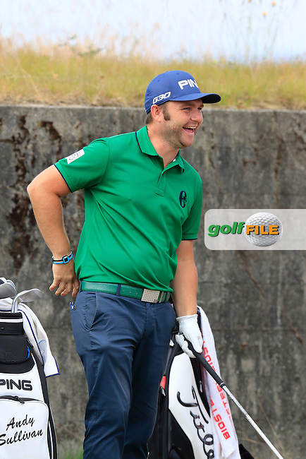 Andy SULLIVAN (ENG) jokes on the 18th tee during Thursday's Round 1 of the 2015 U.S. Open 115th National Championship held at Chambers Bay, Seattle, Washington, USA. 6/18/2015.<br /> Picture: Golffile | Eoin Clarke<br /> <br /> <br /> <br /> <br /> All photo usage must carry mandatory copyright credit (&copy; Golffile | Eoin Clarke)