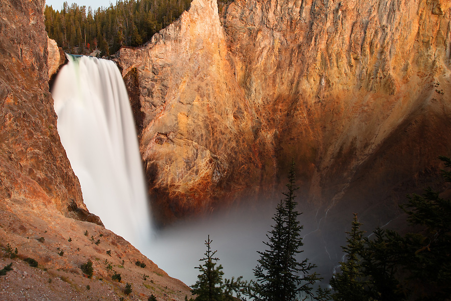 Lower Falls of the Yellowstone River viewed from Uncle Tom's Trail, Grand Canyon of the Yellowstone, Yellowstone National Park, Wyoming, USA