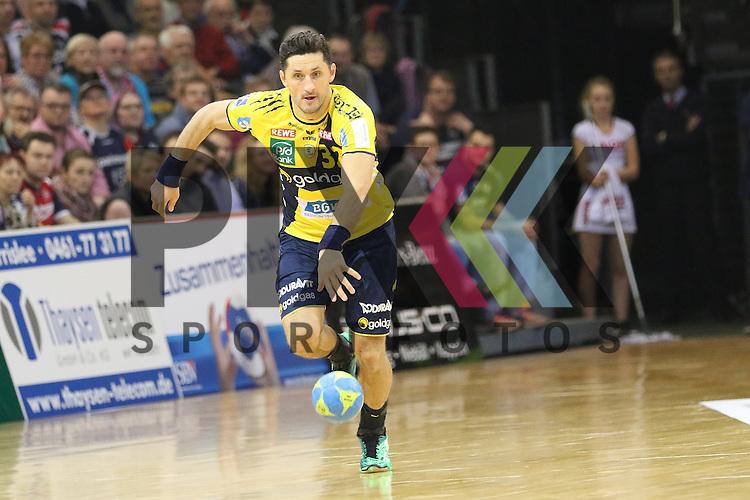 Flensburg, 02.12.15, Sport, Handball, DKB Handball Bundesliga, Saison 2015/2016, SG Flensburg-Handewitt-Rhein-Neckar L&ouml;wen :  Alexander Petersson (Rhein-Neckar L&ouml;wen, #32)<br /> <br /> Foto &copy; PIX-Sportfotos *** Foto ist honorarpflichtig! *** Auf Anfrage in hoeherer Qualitaet/Aufloesung. Belegexemplar erbeten. Veroeffentlichung ausschliesslich fuer journalistisch-publizistische Zwecke. For editorial use only.