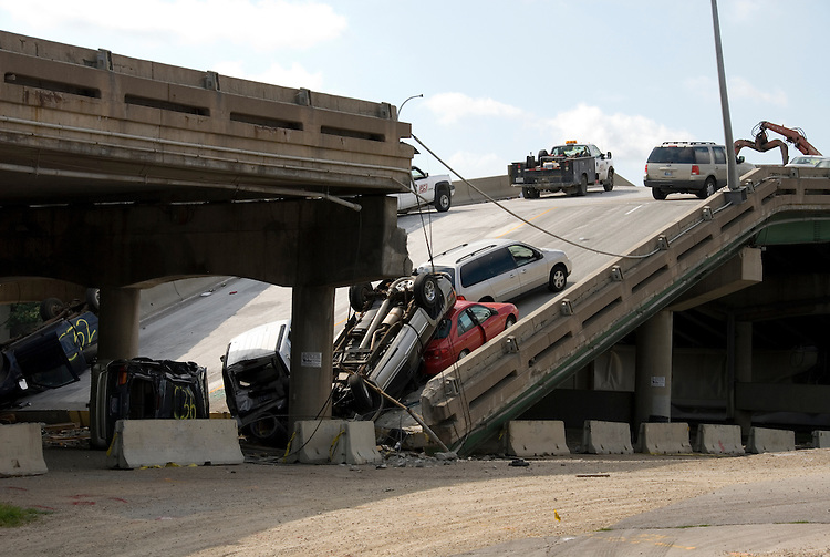 Minnesota, Twin Cities, Minneapolis-Saint Paul: 35 West Bridge Collapse in August 2007, cars on bridge..Photo mnqual247-75175..Photo copyright Lee Foster, www.fostertravel.com, 510-549-2202, lee@fostertravel.com.