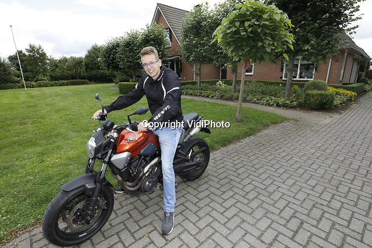 Foto: VidiPhoto<br /> <br /> BENNEKOM &ndash; Portret van Gerco Treur uit Bennekom, ooit gameverslaafd. Nu heeft hij een andere hobby: motorrijden.