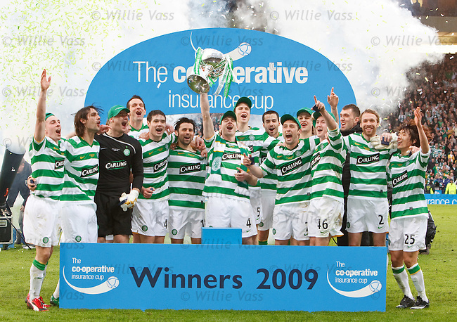 Celtic lift the Co-Operative Cup 2009