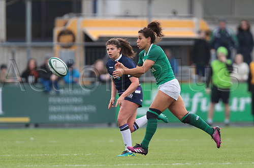 11th March 2018, Donnybrook Stadium, Dublin, Ireland; Womens Six Nations rugby, Ireland Women versus Scotland Women; Sene Naoupu (Ireland) passes the ball