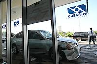 FOTO EMBARGADA PARA VEICULOS INTERNACIONAIS. SAO PAULO,  SP, 08-12-2012, ATROPELAMENTO CONGONHAS. NA MANHA DESSE SABADO (8) UM VEICULO PERDEU A DIRECAO E ATROPELOU DUAS  PESSOAS NA AREA DE DESEMBARQUE DO AEROPORTO DE CONGONHAS, UMA DAS VITIMAS FOI SOCORRIDAS EM ESTADO GRAVISSIMO. O MOTORISTA E O ACOMPANHANTE VOLTAVAM DE UMA BALADA GLS, FIZERAM O TESTE DO BAFOMETRO, ONDE FOI CONTASTATADO 0,28ML/ PO LITRO DE SANGUE, QUE INDICA EMBRIAGUEZ. O MOTORISTA  FOI PRESO E AUTUADO EM FLAGRANTE POR DUPLA TENTATIVA DE HOMICIDIO DOLOSO.  Luiz Guarnieri/ Brazil Photo Press.