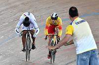 CALI – COLOMBIA – 19-02-2017: Fabian Puerta (Der.) de Colombia en la prueba de 200 metros Velocidad hombres en el Velodromo Alcides Nieto Patiño, sede de la III Valida de la Copa Mundo UCI de Pista de Cali 2017. / Fabian Puerta (L) from Colombia in the 200 meters Men´s Sprint Race at the Alcides Nieto Patiño Velodrome, home of the III Valid of the World Cup UCI de Cali Track 2017. Photo: VizzorImage / Luis Ramirez / Staff.