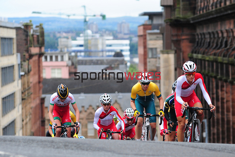 Eventual race winner, England's Lizzie Armistead, right, leads a group of riders up the climb up Montrose Street, Glasgow in the women's cycling road race<br /> <br /> Photographer Chris Vaughan/Sportingwales<br /> <br /> 20th Commonwealth Games - Day 11 - Sunday 3rd August 2014 - Cycling - Road Race - Glasgow - UK