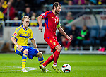 Solna 2015-10-12 Fotboll EM-kval , Sverige - Moldavien :  <br /> Sveriges Oscar Lewicki i kamp om bollen med Moldaviens Eugen Cebotaru under matchen mellan Sverige och Moldavien <br /> (Photo: Kenta J&ouml;nsson) Keywords:  Sweden Sverige Solna Stockholm Friends Arena EM Kval EM-kval UEFA Euro European 2016 Qualifying Group Grupp G Moldavien Moldova