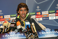 Calcio, Champions League: il capitano del Real Madrid Raul tiene una conferenza stampa allo stadio Olimpico di Roma, 18 febbraio 2008, alla vigilia della partita di andata degli ottavi di finale contro la Roma..Football, Champions League: Real Madrid's captain Raul attends a press conference at Rome's Olympic stadium, 18 february 2008, on the eve of the second round first league match against Roma..UPDATE IMAGES PRESS/Riccardo De Luca