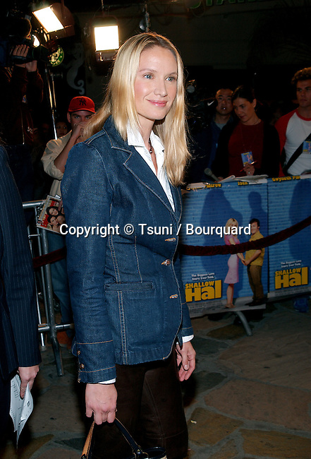 Kelly Lynch arriving at the premiere of Shallow Hal at the Westwood Village Theatre in Los Angeles. November 1st, 2001.            -            LynchKelly01A.jpg