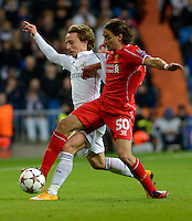 MADRID - ESPAÑA - 04-11-2014: Luka Modric (Izq.) jugador de Real Madrid de España, disputa el balon con Lazar Markovic (Der.) jugador de Liverpool de Inglaterra durante partido del la UEFA Liga de Campeones, Real Madrid  y Liverpool en el estadio Santiago Bernabeu de la ciudad de Madrid, España. / Luka Modric (L) player of Real Madrid of Spain vies for the ball with Lazar Markovic (R) player of Liverpool of England, during a match between Real Madrid and Liverpool for the UEFA Champions League in the Santiago Bernabeu stadium in Madrid, Spain  Photo: Asnerp / Patricio Realpe / VizzorImage.
