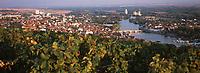 Europe/France/89/Yonne/Joigny: Lumière du soir sur la ville, la vallée de l'Yonne & le vignoble