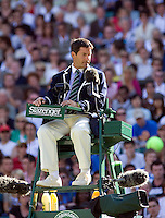 25-6-08, England, Wimbledon, Tennis, Umpire on Centercourt