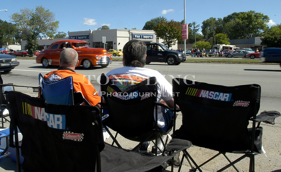 Spectators set up lawn chairs all along the sides of Woodward Ave. for the 10th Anniversary Woodward Dream Cruise, on Saturday, August 21, 2004 in Royal Oak, Mich. (Photo by TONY DING).