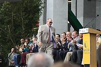 Head Coach Tony Sparano (Miami Dolphins) bei der Enthuellung der Statue zu Ehren der Dolphins von 1972<br /> AFC vs. NFC Pro Bowl, Sun Life Stadium *** Local Caption *** Foto ist honorarpflichtig! zzgl. gesetzl. MwSt. Auf Anfrage in hoeherer Qualitaet/Aufloesung. Belegexemplar an: Marc Schueler, Alte Weinstrasse 1, 61352 Bad Homburg, Tel. +49 (0) 151 11 65 49 88, www.gameday-mediaservices.de. Email: marc.schueler@gameday-mediaservices.de, Bankverbindung: Volksbank Bergstrasse, Kto.: 52137306, BLZ: 50890000