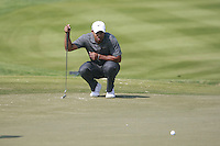 Tiger Woods (USA) lines up his putt on the 2nd green during Saturday's Round 3 of the HSBC Golf Championship at the Abu Dhabi Golf Club, United Arab Emirates, 28th January 2012 (Photo Eoin Clarke/www.golffile.ie)