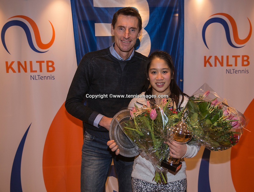 Hilversum, Netherlands, December 4, 2016, Winter Youth Circuit Masters, Overall winner girls 16 years, Lian Tran with Fedcup captain Paul Haarhuis.<br /> Photo: Tennisimages/Henk Koster