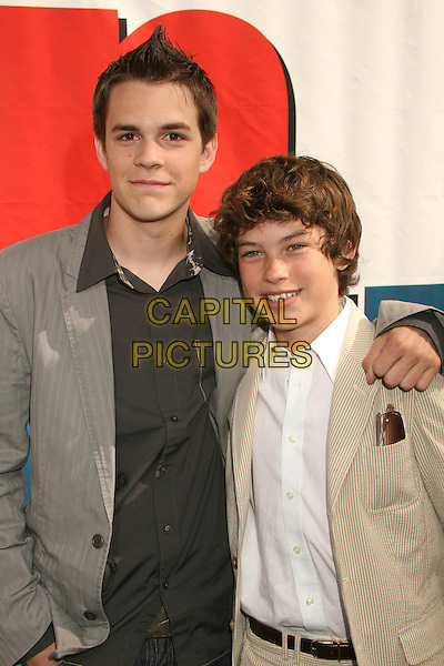 """JOHNNY SIMMONS & GRAHAM PHILLIPS .""""Evan Almighty"""" Los Angeles Premiere at Universal City Walk, Universal City, California, USA..June 10th, 2007.half length grey gray suit jacket beige arm over shoulder .CAP/ADM/BP.©Byron Purvis/AdMedia/Capital Pictures"""