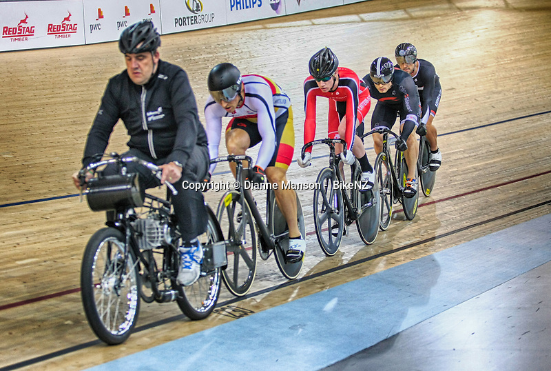 Matt Archibald, front, and Andrew Ward in the ME Keirin at the Avanti BikeNZ Classic, Avantidrome, Cambridge, New Zealand, Friday, September 19, 2014, Credit: Dianne Manson/BikeNZ