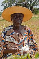 Burkina Faso , Helvetas  fair trade and organic cotton project, farmer Boukoungou Wenneda of cooperative UNPCB in village Kayao near Ouagadougou / Burkina Faso fairtrade und Biobaumwolle Projekt