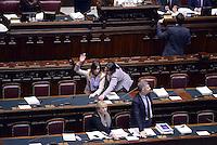 Roma, 13 Febbraio 2015<br /> Camera dei Deputati<br /> Voto degli emendamenti sulla riforma della costituzione.<br /> La Ministra Maria Elena Boschi ha problemi con il voto elettronico.