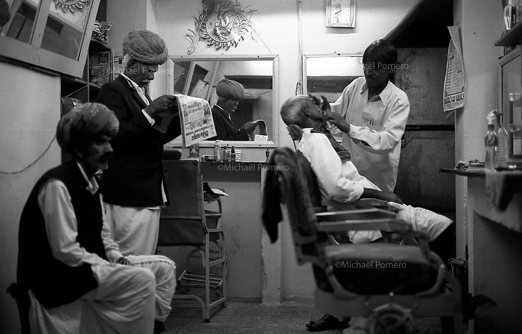 11.2010 Pushkar (Rajasthan)<br /> <br /> Barber shop.<br /> <br /> Barbier.