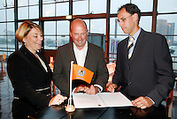 19-9-07, Netherlands, Rotterdam, Daviscup NL-Portugal, Contract ondertekening De Lamontagne