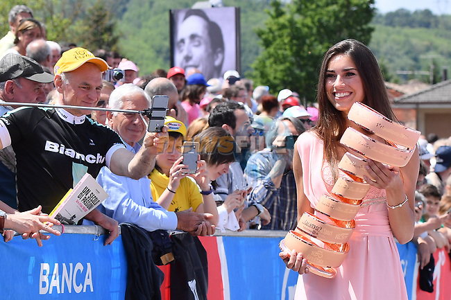 The Trofeo Senza Fina arrives at sign on before the start of Stage 14 of the 100th edition of the Giro d'Italia 2017, running 131km from Castellania to Oropa, Italy. 20th May 2017.<br /> Picture: LaPresse/Gian Mattia D'Alberto | Cyclefile<br /> <br /> <br /> All photos usage must carry mandatory copyright credit (&copy; Cyclefile | LaPresse/Gian Mattia D'Alberto)