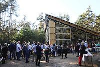Guter Besuch zur Eröffnung des Gebäudes der Lern- und Gedenkstätte
