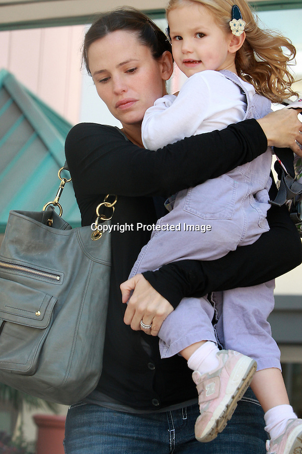 10-9-08.jennifer garner picking up her kid from school with  ben affleck in los angeles..AbilityFilms@yahoo.com.805-427-3519.www.abilityfilms.com.