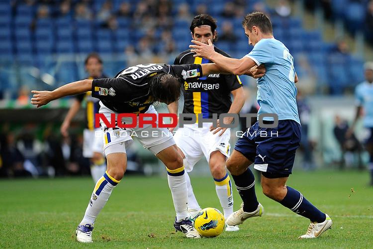 Miroslav KLOSE (Lazio) fights for the ball possession against Gabriel PALETTA (Parma). ROMA 06/11/2011, Stadio Olimpico, Calcio, Campionato di Serie A 2011/2012, Lazio Vs Parma.<br /> Foto &copy; nph /  sportmedia<br /> ***** Attention only for GER, CRO, SUI *****