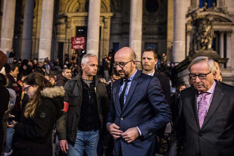 BRUXELLES, BELGIQUE: Le Premier Ministre belge Charles Michel arrive devant la Bourse de Bruxelles afin de rejoindre le rassemblement le 22 mars 2016. Dans la matinée du 22 mars 2016 des attaques ont eu lieu à l'aeroport de Zaventem et dans la station de métro de Mealbeek. Ces attaques terroristes ont fait 31 morts et 340 blessés à Bruxelles.