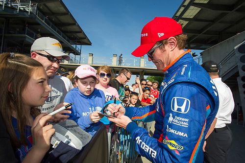 Verizon IndyCar Series<br /> IndyCar Grand Prix<br /> Indianapolis Motor Speedway, Indianapolis, IN USA<br /> Saturday 13 May 2017<br /> Scott Dixon, Chip Ganassi Racing Teams Honda signs autographs after finishing second<br /> World Copyright: Geoffrey M. Miller LAT Images