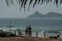 RIO DE JANEIRO, RJ, 13.01.2014 - A segunda-feira se inicia com sol forte e calor na praia da Barra da Tijuca, zona oeste da cidade. (Foto. Néstor J. Beremblum / Brazil Photo Press)