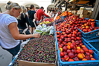Barraca de alimentos na feira. Cidade de Praga. Republica Checa. 2011. Foto de Juca Martins.