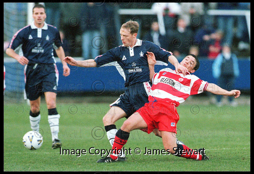 Copyright Pic : James Stewart   .STOCK PIC OF JOHN HENRY WHO IS REPORTED TO HAVE SIGNED FOR FALKIRK TODAY FOR THE SUM OF £100,000..... HENRY IS PICTURED HERE DURING  A GAME AGAINST HAMILTON LAST NOVEMBER WHEN HE WAS ON LOAN AT BROCKVILLE....Payments to :-.James Stewart Photo Agency, Stewart House, Stewart Road, Falkirk. FK2 7AS      Vat Reg No. 607 6932 25.Office : 01324 630007        Mobile : 0421 416997.If you require further information then contact Jim Stewart on any of the numbers above.........