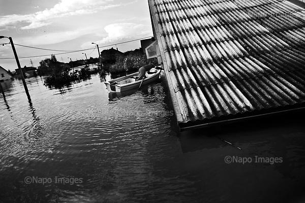 Sandomierz 20 May 2010 Poland.<br /> On 18 May 2010, the water in Vistula river reached its highest level in the Tarnobrzeski region's history.<br /> At 6:40am the flood defences (dikes) broke in  Kocmierzow. A part of the town of Sandomierz was flooded and several locations in the region.<br /> (Photo by Filip Cwik / Newsweek Poland / Napo Images)<br /> <br /> Sandomierz 20 maj 2010 Polska.<br /> W srode 18 maja 2010 roku woda na rzece Wisle osiagnela najwyzszy poziom w historii tego regionu. O 6:40 pekl wal przeciwpowodziowy w Kocmierzowie. Woda zalala czesc mieszkalna Sandomierza oraz niemal caly powiat Tarnobrzeski.<br /> (fot. Filip Cwik / Newsweek Polska / Napo Images)