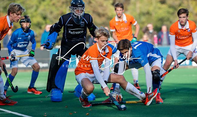 BLOEMENDAAL  - Roemer van der Veldt (Bldaal)  met Freek Schwartz , competitiewedstrijd junioren  landelijk  Bloemendaal JB1-Kampong JB1 (4-3) . COPYRIGHT KOEN SUYK