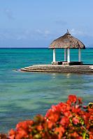MUS, Mauritius, Grand Gaube, Hotel Paul et Virginie: Pavillion im Meer | MUS, Mauritius, Grand Gaube, Hotel Paul et Virginie: Pavillion