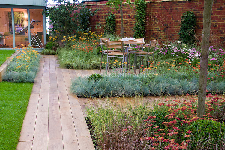 Xeriscaping backyard deck landscaping with wooden path for Backyard landscaping plants