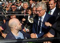 Anniversario omicidio del giornalista Giancarlo Siani trucidato dalla Camorra nel 1985<br /> nella foto Roberto Saviano riceve le chiavi da Paolo Siani fratello di Giancarlo