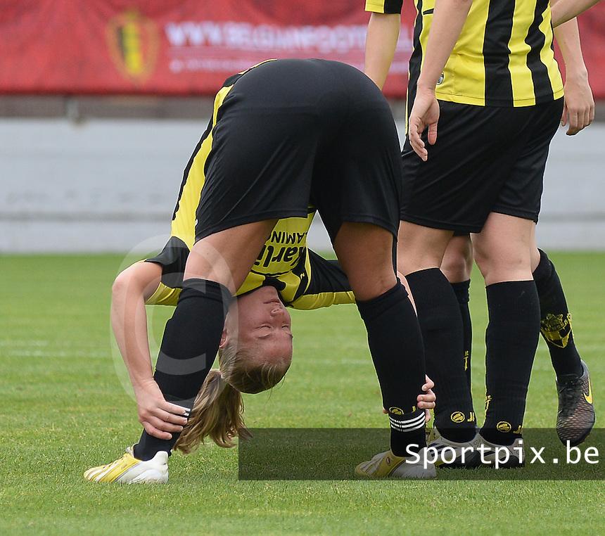 Bekerfinale vrouwen 2015 : Lierse-Club Brugge Vrouwen :<br /> <br /> Dominique Vugts in een stretchpositie<br /> <br /> foto VDB / BART VANDENBROUCKE