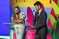 COSTA DO SAUIPE, BA, 06.12.2013 - COPA 2014 - SORTEIO FINAL DA COPA DO MUNDO 2014 - Fernanda Lima e Rodrigo Hilbert durante o sorteio Final da Copa do Mundo de 2014 na Costa do Sauipe litoral norte da Bahia, nesta sexta-feira, 06. (Foto: William Volcov / Brazil Photo Press).