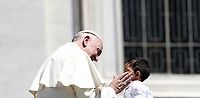 Papa Francesco accarezza un bambino al termine dell'udienza generale del mercoledi' in Piazza San Pietro, Citta' del Vaticano, 20 giugno, 2018.<br /> Pope Francis caresses a child as he leaves at the end of his weekly general audience in St. Peter's Square at the Vatican, on June 20, 2018.<br /> UPDATE IMAGES PRESS/Isabella Bonotto<br /> <br /> STRICTLY ONLY FOR EDITORIAL USE