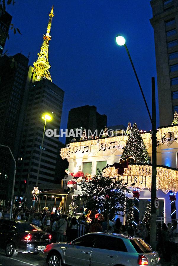Decoração natalina na Avenida Paulista. São Paulo. 2009. Foto de Juca Martins.